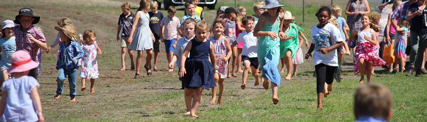 Kids running race at the Wandecla Races.